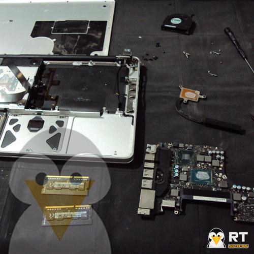 macbook mojada desarmada para limpieza interna y secado de liquidos